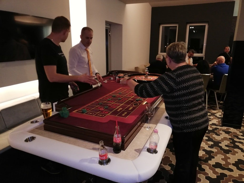 Rulett asztal - Rulett bérlés - Rulett asztal bérlés - Roulette - Casino Rulett bérlés - Rendezvénykaszinó Rulett - Prémium Rulett kölcsönzés - Rulett bérbeadó - rulett Rendezvényre - Casino Rulett - Fun Casino rulett - rulettasztal